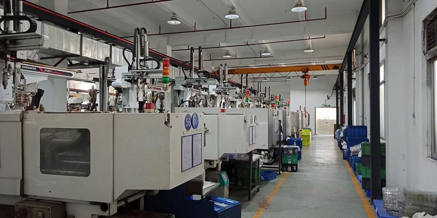 Injecton-molding-machine